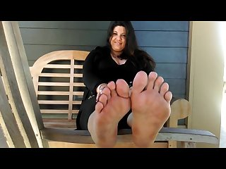 Gorgeous bbw dirty soles