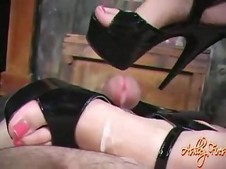 Ashley fires heejob