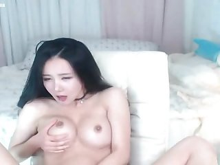 Korean model gets naked cam