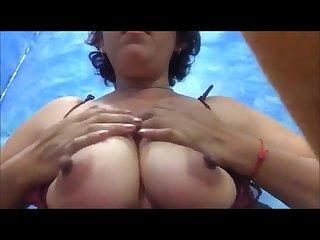 Latina Mexicana enseando las Tetas por camara muy chichona mama Mexicana