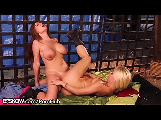 Lesbian cougar tribbing with ash hollywood