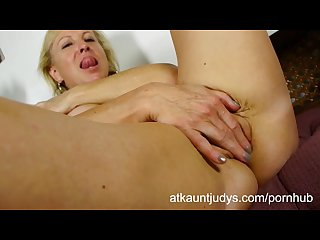 Nicole fingers her wet mature puss to get off