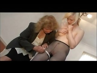 Kinky pantyhose fitting