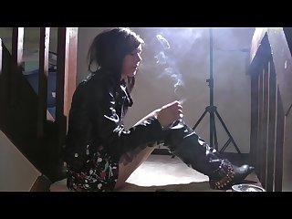 Sarah smokes a vs120