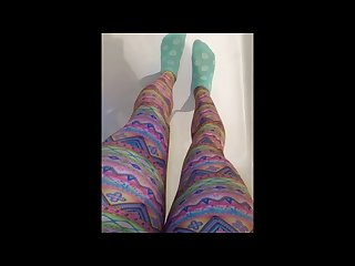 Pissing in leggings and socks in bathtub
