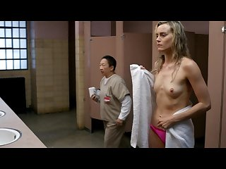 Taylor schilling Laura prepon orange is the new black s03e02 06