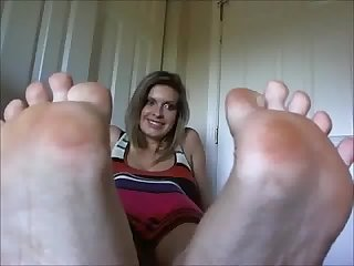 Sexy mistress b foot domination