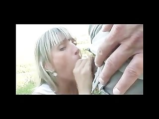 He fucks the girlfriend outdoor