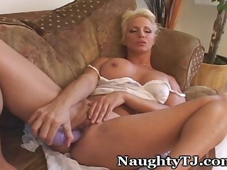 Naughty mature is in the mood for some fucking