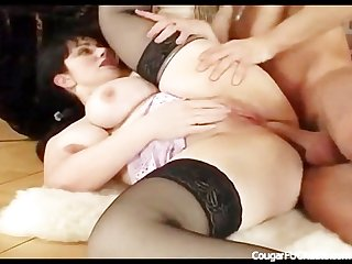 Awesome cougar tity fuck and cumshot