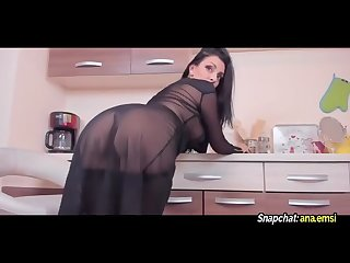 Hot mom with big ass Twerking try to not cum