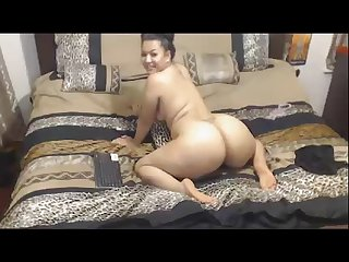 Thick ass girl Shaking her ass