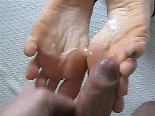 Footjob with cumplay