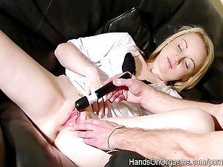 Kiana kraze orgasms twice with help