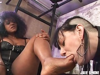 Ebony mistress sinnamon doms white foot slave bella