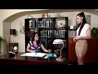 Lesbianas Follando fuertemente en la oficia