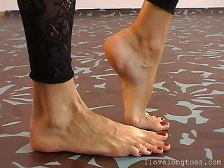Feet long toes