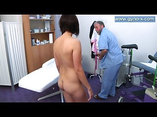 Kirsten plant wen to her gynecologist detailed gyno exam