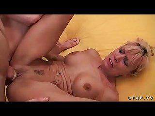 Mature cougar francaise sodomisee par un jeunot