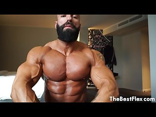 MUSCLE WORSHIP - Massive Pecs
