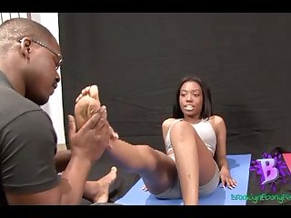 Olivia yoga ebony feet