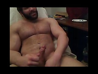 Beefy and hairy guy wanking no sound