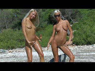 Natali blond lea tyron beach black white