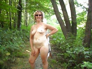 Pipi dans les bois elle se met compltement nue et me suce la bite