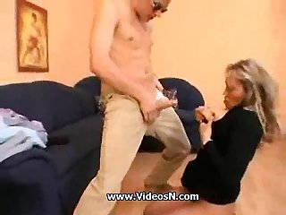 Young guy seduce a busty mom