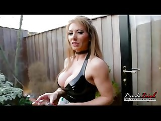 Uk housewife milf lyndadressed in latex smoking outside