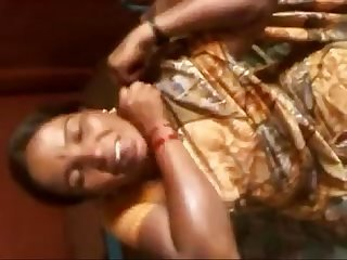 Aunty showing boobs in saree