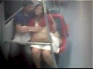 Sexo en vagon linea 4 a metro de santiago chile