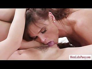 Milf Syren fingers aidras wet pussy