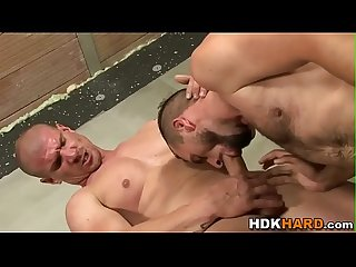 Muscly gay gets assfucked