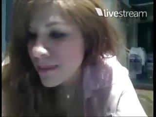 Tuitera Mexicana se desnuda por webcam