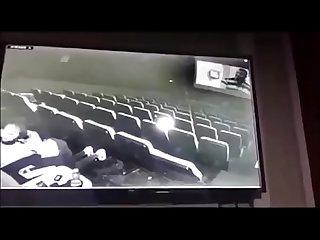 Pareja teniendo sexo en el cine