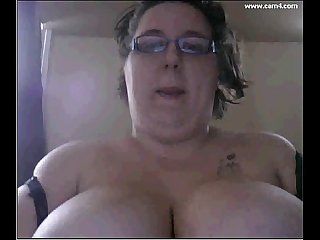 Bugladybug 22 yr old chubby fat bbw plump thick huge big boobs wit glasses fat pussy rub on webcam