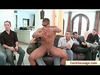 Muscled guy gets rimmed and sucked by cocksausage