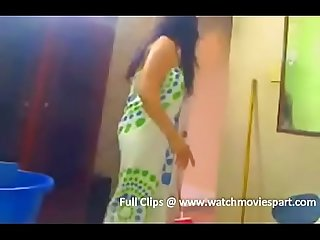 hot indian girl bathing and shaving his pussy very cute