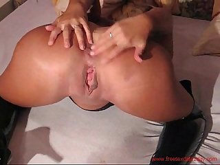 Very hot milf loves taking it up the ass