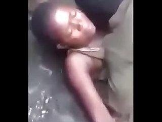 Congolaise baiser par un fou