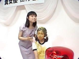 ba�o de vomito a linda chica japonesa
