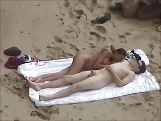 Voyeur beach Sex on towel commat hell Porno