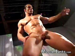 Stripper latino danando E se exibindo dilia ahazahot