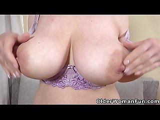 Busty mature Brenda plays with her loose cunt