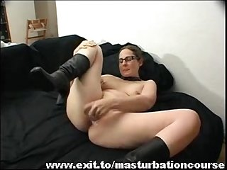 German Housewife in her selfmade orgasm movie