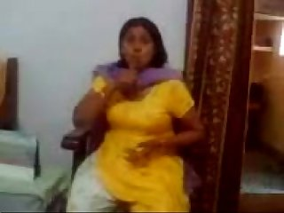 Indian Milf Showing Her Big Boobs - www.Arab-videosx.com