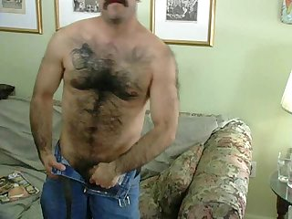 Hairy latin man cum