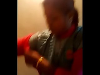 Tamil petrol bunk aunty boobs sucking