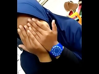 Jilbab Biru Malu Malu - FULL VIDEO: www.bit.ly/remaja18